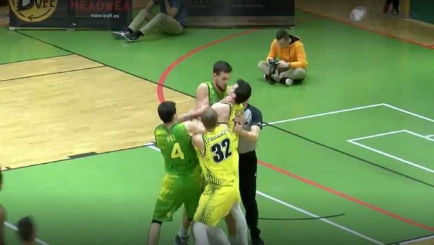 Rvačka ve slovenské basketbalové lize.
