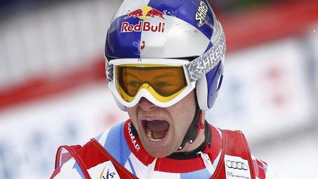 Francouz Alexis Pinturault jásá po výhře v kombinaci v Chamonix.