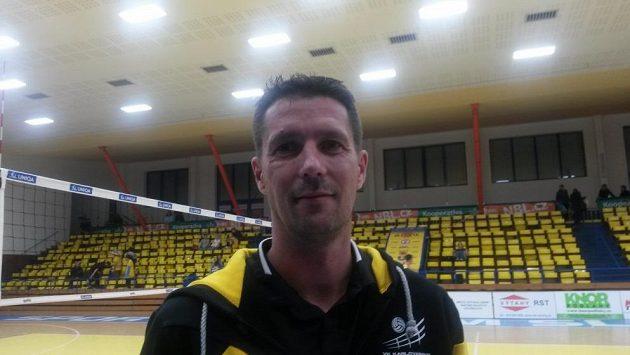 Trenér volejbalistů Karlovarska Jiří Novák mohl být spokojen, jeho tým vyhrál 3:0 na sety