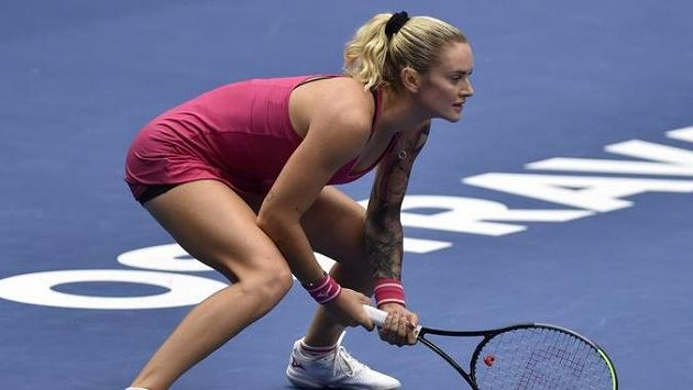 Tereza Martincová v utkání proti Marii Sakkariové z Řecka.