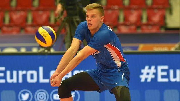Český volejbalista Donovan Džavoronok při nedávném utkání s Tureckem.
