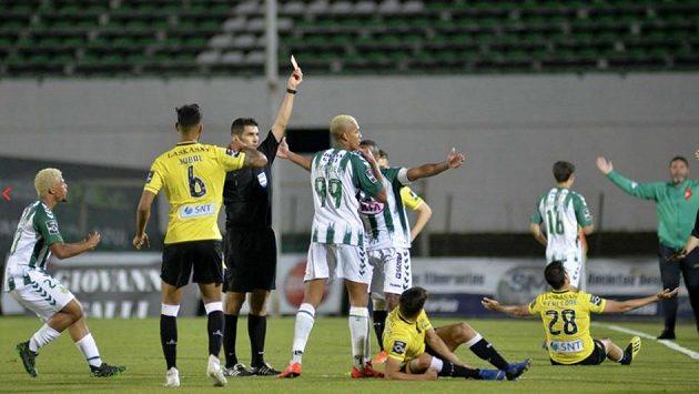 Utkání nejvyšší portugalské ligy mezi Vitórií Setúbal a Boavistou bylo dost divoké.