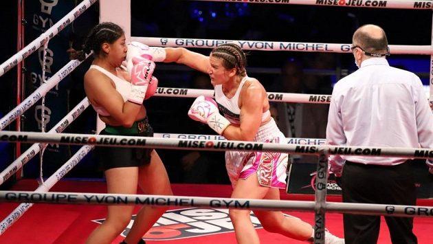 Jeanette Zacariasová Zapataová (vlevo) v osudném zápase s Marií Pierovou Houleovou