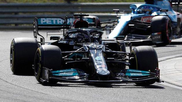 Britský pilot Lewis Hamilton vyhrál kvalifikaci na Velkou cenu Maďarska formule 1