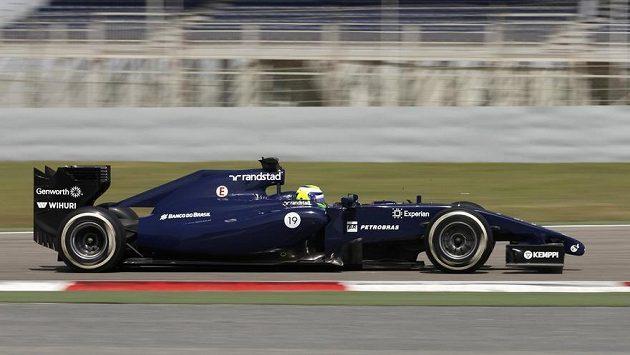 Felipe Massa s williamsem na okruhu v Bahrajnu.
