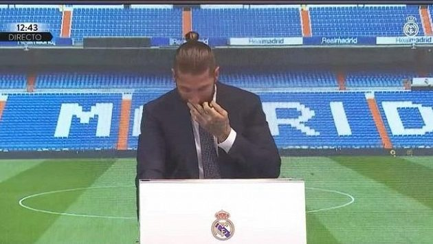 Sergio Ramos se při rozlučce s Realem Madrid neubránil slzám.