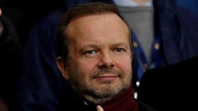 Místopředseda a výkonný ředitel Manchesteru United Ed Woodward sleduje utkání.