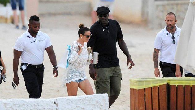 Bývalý basketbalista Michael Jordan s manželkou Yvette Prieto.