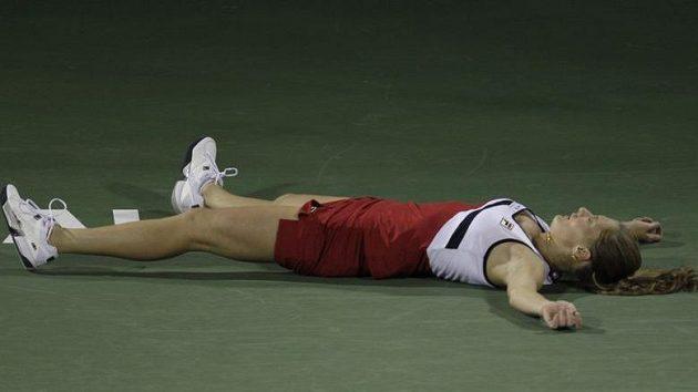 Anna Čakvetadzeová zkolabovala během utkání s Caroline Wozniackou na turnaji v Dubaji.