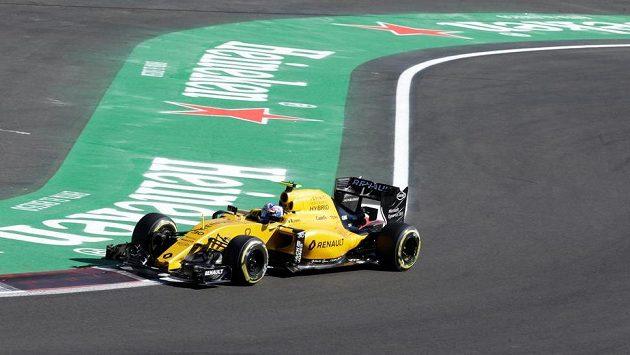 Brit Jolyon Palmer s renaultem v akci při GP Mexika.