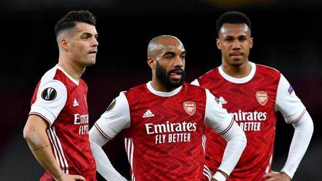 Rozpačití hráči Arsenalu po překvapivé remíze se Slavií.