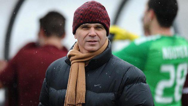 Trenér Sparty Praha Vítězslav Lavička během přípravného utkání s Trenčínem.