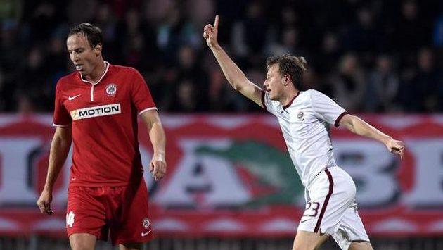 Záložník Sparty Ladislav Krejčí oslavuje vedoucí gól v utkání proti Brnu.