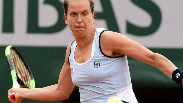 Barbora Strýcová nestačila v prvním kole French Open na Samanthu Stosurovou.