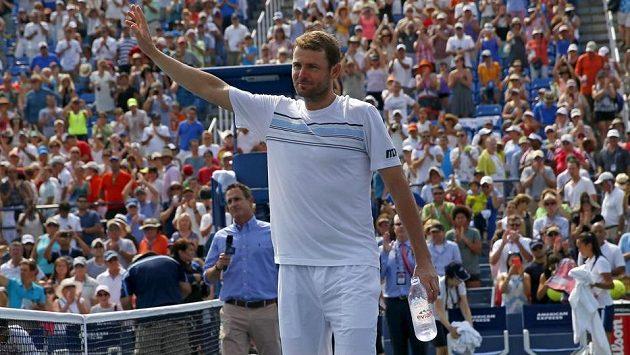 Americký tenista Mardy Fish se loučí s diváky v New Yorku.