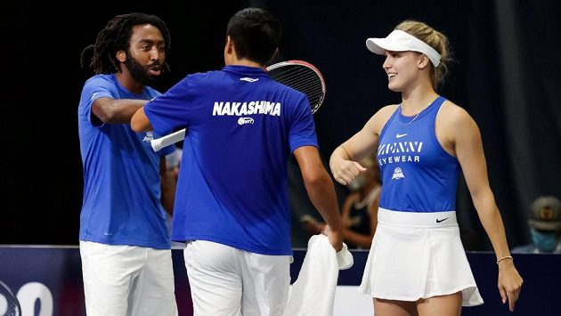 Eugenie Bouchardová při jednom z amerických exhibičních turnajů s Evanem Kingem a Brandonem Nakashimou.