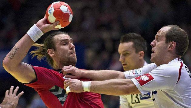 Reprezentant Pavel Horák (vlevo) v utkání proti Rakousku.