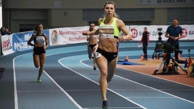Běloruská atletka Kryscina Cimanouská v akci na dráze.