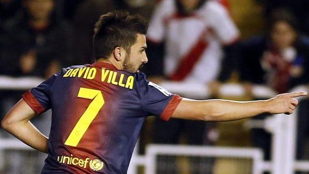 David Villa slaví svou trefu do sítě Raya Vallecano.