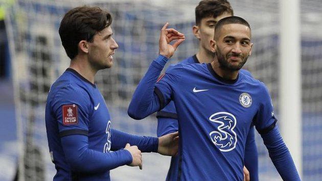 Hakim Ziyech (vpravo) z Chelsea se raduje z gólu proti Sheffieldu.