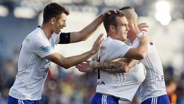 Mladoboleslavský spasitel Stanislav Klobása (uprostřed) se raduje z gólu.