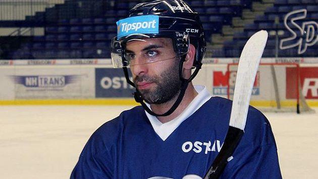 Nová posila hokejových Vítkovic - Samson Mahbod.