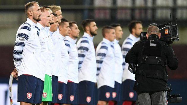 Nově složený český tým před utkáním Ligy národů se Skotskem v Olomouci. První zleva kapitán Roman Hubník.