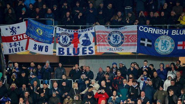 Příznivci Chelsea na stadionu Slavie v Edenu.