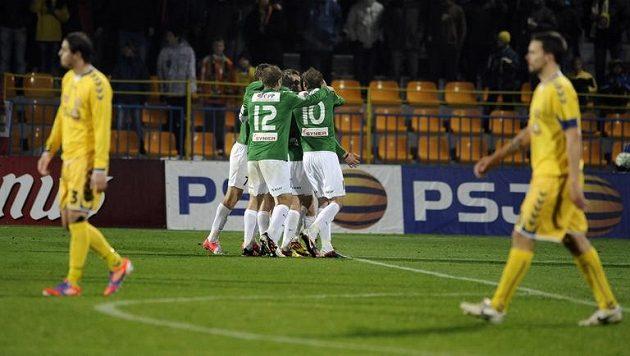 Fotbalisté Jablonce se radují z rozhodujícího gólu proti Jihlavě.