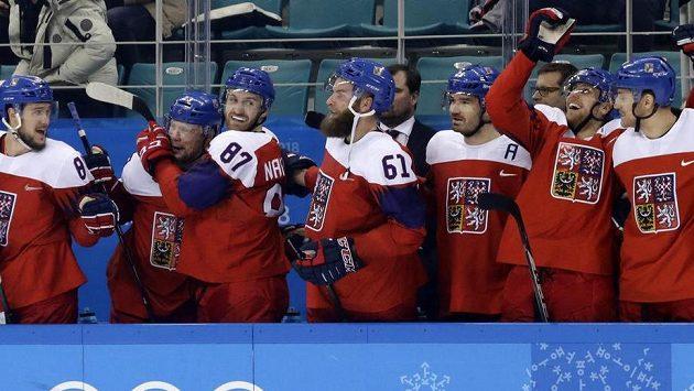 Je to tam, čeští hokejisté postoupili do semifinále olympijského turnaje, porazili tým USA 3:2 po samostatných nájezdech.