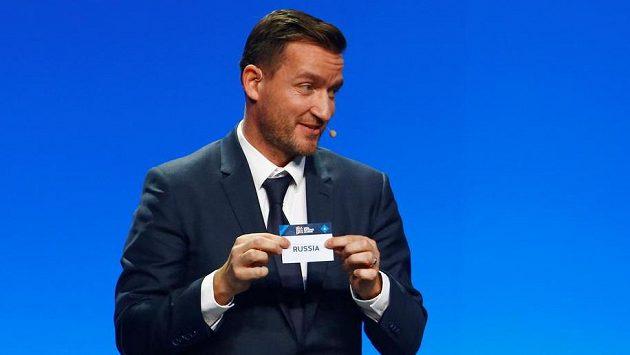 Bývalý český reprezentant Vladimír Šmicer při losování Ligy národů v Lausanne.