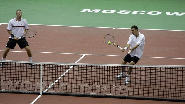 Deblová tenisová dvojice František Čermák (vpravo), Michal Mertiňák