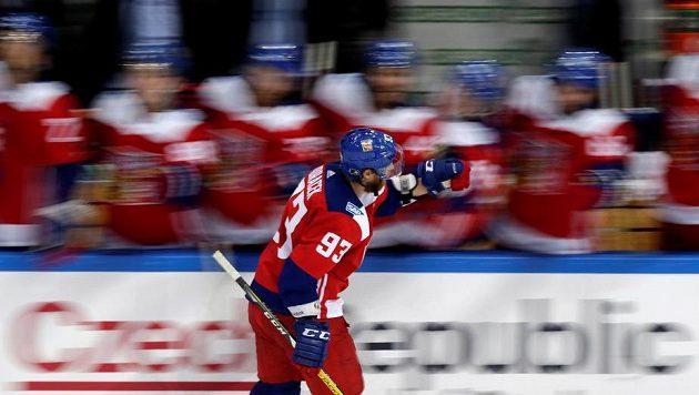 Jakub Voráček oslavuje gól, který vstřelil v samostatných nájezdech Rusům. Bude mít důvod k radosti i dnes?