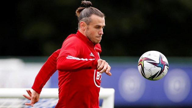 Gareth Bale na tréninku velšského týmu.