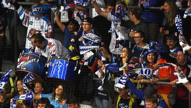 Chomutovští fanoušci se radují z prvního gólu proti Olomouci, autorem byl Michal Poletín.