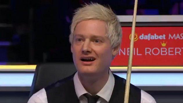 Snookerový hráč Neil Robertson udiveně sleduje strk v podání Stephena Maguira.