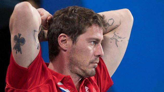 Bývalý nejlepší světový tenista Marat Safin jako nehrající kapitán na lavičce ruského daviscupového týmu.