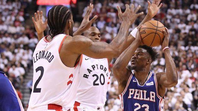 Basketbalisté Philadelphie po téměř sedmi letech vyhráli v Torontu a srovnali tak čtvrtfinálovou sérii play off NBA na 1:1
