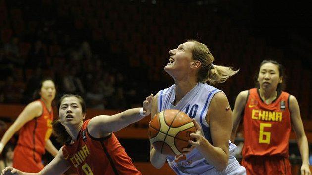 Michaela Ferančíková (uprostřed) v zápase s Čínou