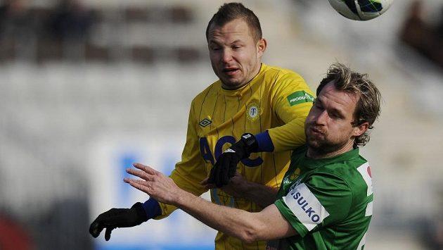 Jablonecký záložník Tomáš Čížek (vpravo) a obránce Teplic Tomáš Vondrášek.