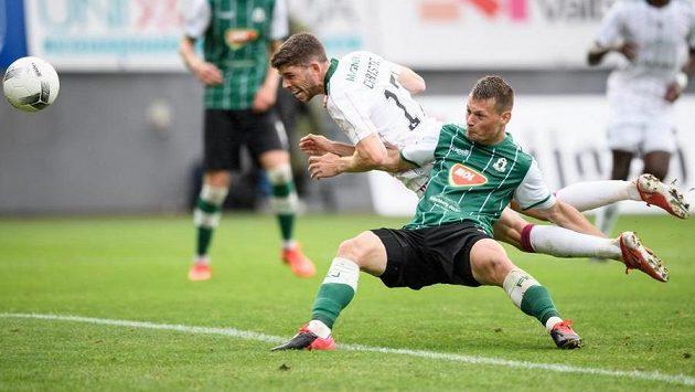 Ryan Christie z Celtiku (v bílém) a jeho gól na 2:4 během prvního utkání v Jablonci.