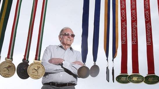 Eriku de Lautourovi je pětadevadesát, medailí má ve své sbírce požehnaně