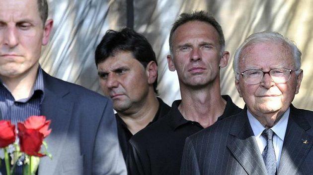 Vladimír Růžička (vlevo), Dominik Hašek (uprostřed) a Karel Gut