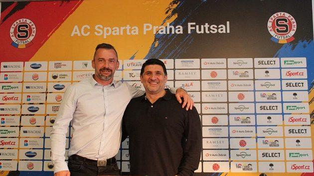 Marketingový ředitel Jaromír Blažek a trenér futsalistů Sparty Beni Simitči.