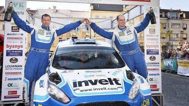 Vítězové Rallye Příbram Václav Pech (vpravo) a Petr Uhel s Fordem Fiesta R5
