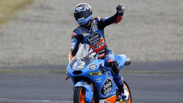Alex Marquez oslavuje po závodě v Motegi.