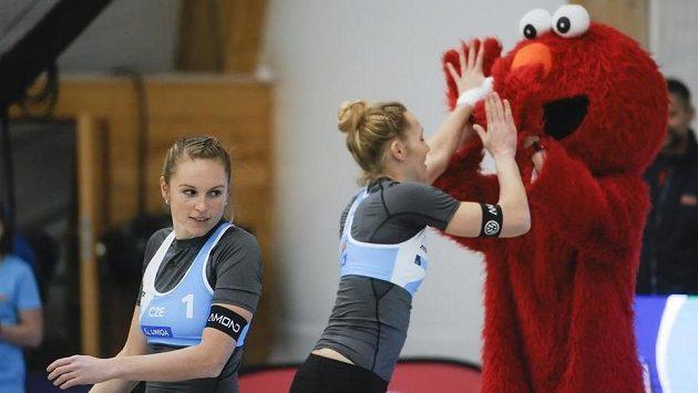 Kristýna Kolocová (vlevo) a Michala Kvapilová během turnaje v Pelhřimově.