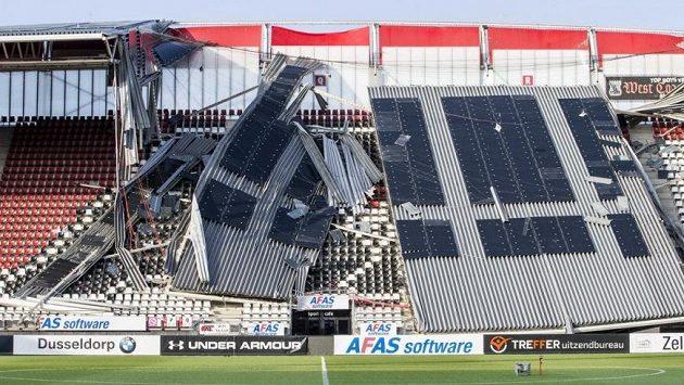 Za zřícení střechy na jedné z tribun v Alkmaaru mohla kombinace špatného počasí a konstrukčních nedostatků.