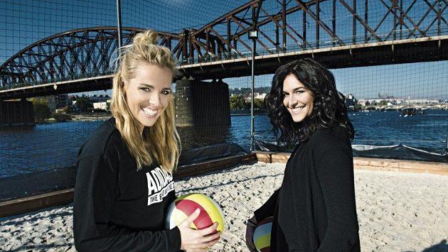 České beachvolejbalistky Markéta Nausch Sluková (vlevo) a Barbora Hermannová.