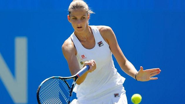 Karolíně Plíškové se na turnaji v Eastbourne daří.